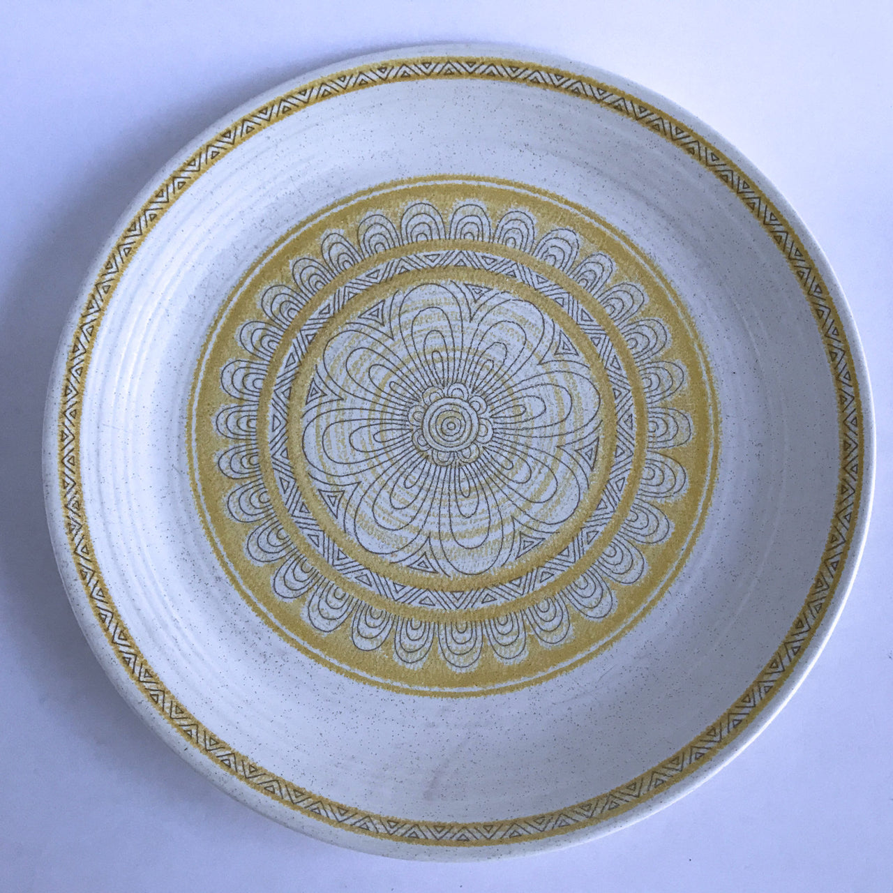 Franciscan Earthenware Hacienda Gold Dinner Plate No Backstamp 10-3/4""