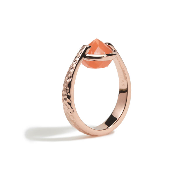 Calm - 6 Ct Peach Moonstone Hammered Rose Gold Ring