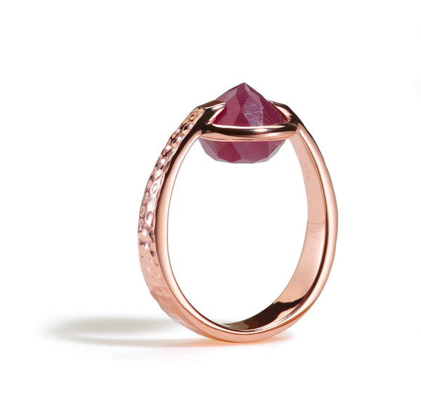Confidence - 6 Ct Ruby Hammered Rose Gold Ring