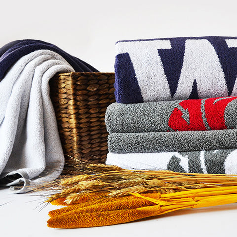 UW and WSU towels