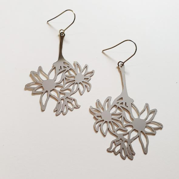 Denz - Flannel flower dangles