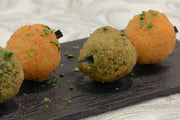 Spinach and bosciaola arancini served on a squewer - Mannarinu - 3