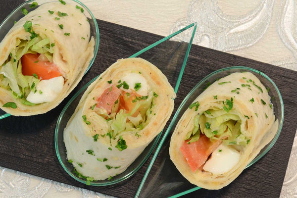 Vegetable wraps with cream cheese, sun-dried tomatoes, pinenuts and lemon zest - Mannarinu - 2