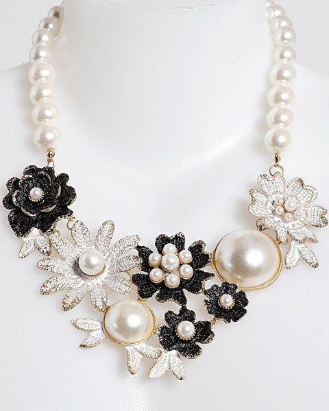 Pearl Flowers Necklace - Jezzelle