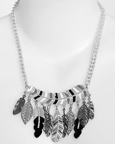 Mixed Feathers Metal Necklace - Jezzelle