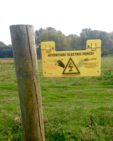 A sign warning of an electric fence
