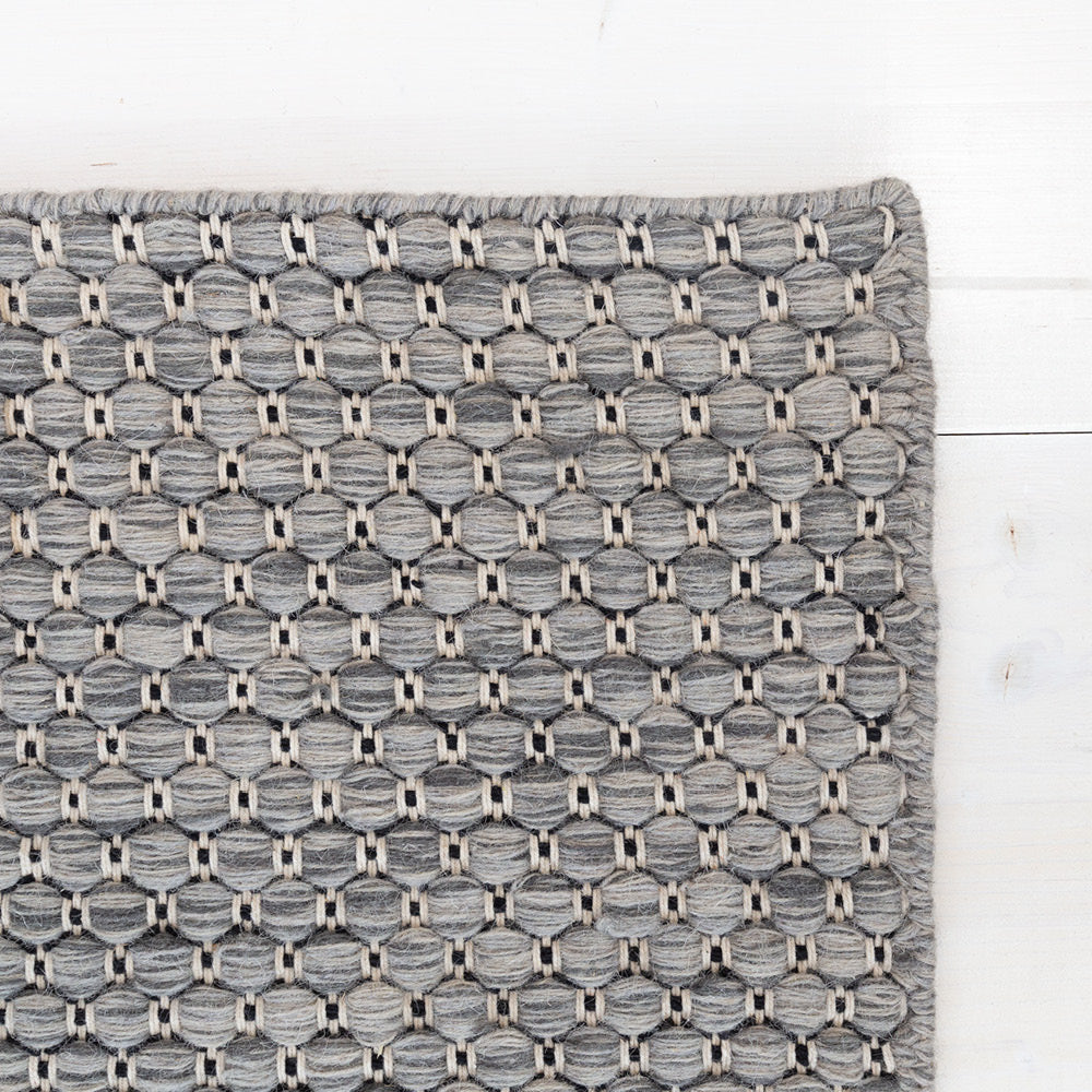 Ponto, heather gray geometric pattern wool rug from Tonic Living