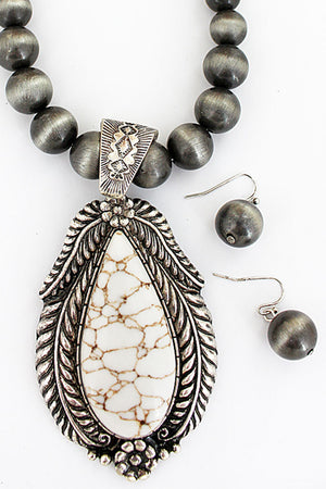 Silvertone Leaf Framed Howlite Teardrop Navajo Pearl Necklace and Earring Set