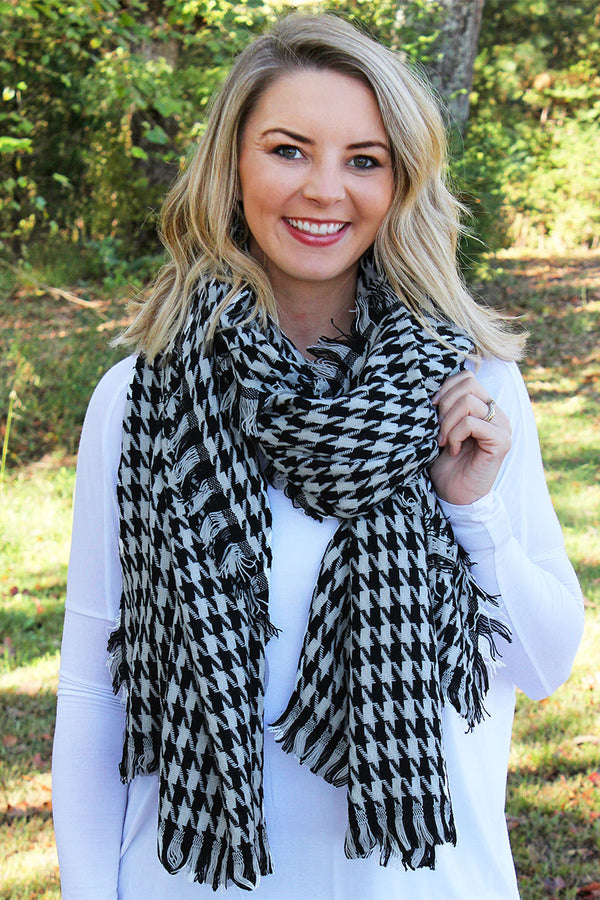 Houndstooth Delight Scarf, Black and White