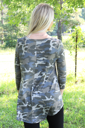 Plus Size Dusty Camo 3/4 Sleeve V-Neck Top