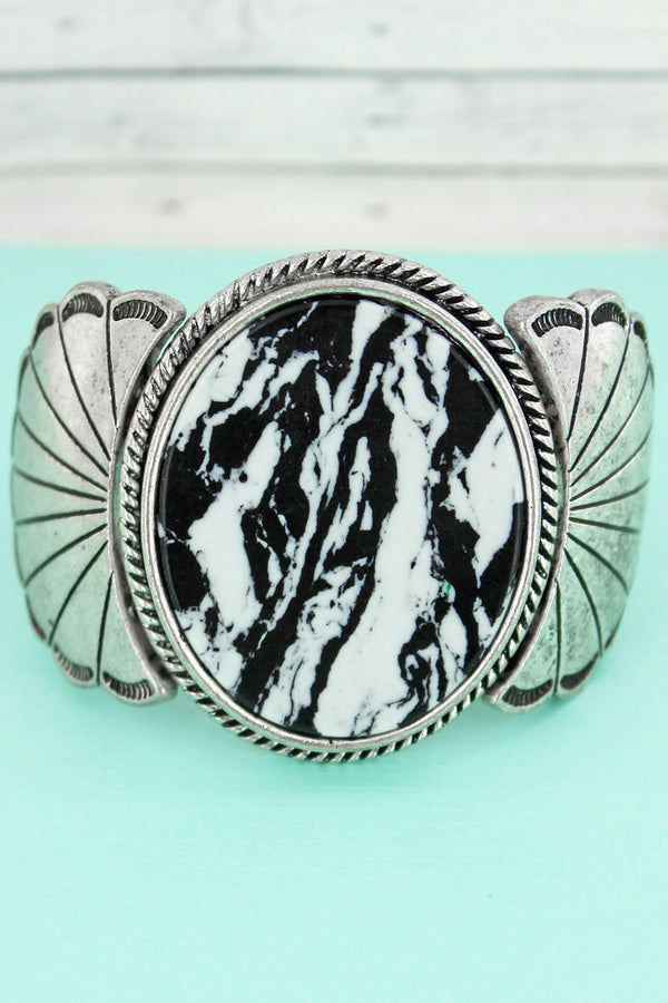 Black and White Marbled Stone Silvertone Scalloped Stretch Bracelet