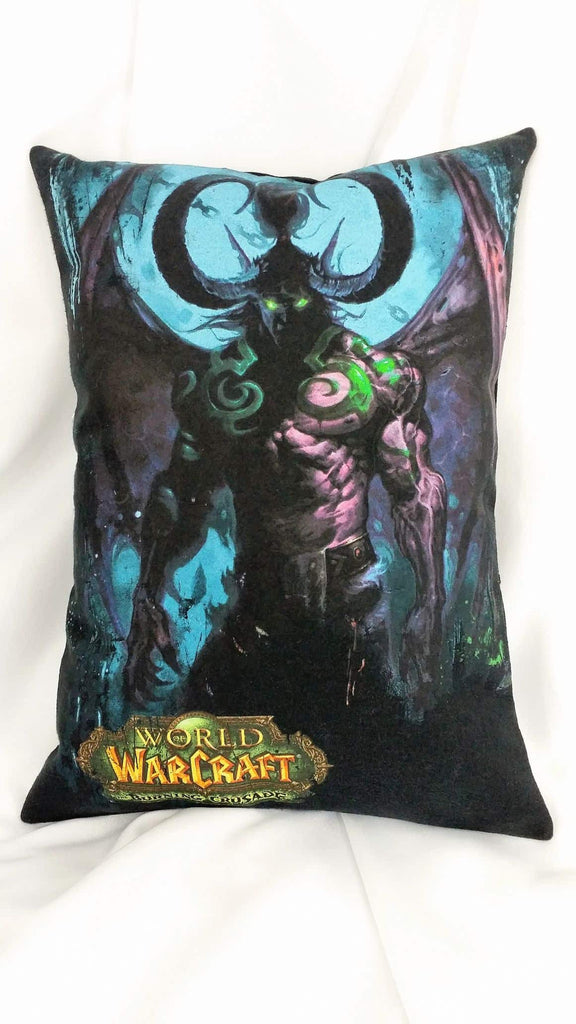 This video game bedding is made from a World of Warcraft tshirt. It features the night elf Illidan Stormrage, The Betrayer, Lord of Outland, Ruler of the Naga, The Demon Hunter, The Lord Of Shadows, on a black background.