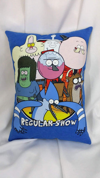 Pops, Skips, Benson, Muscle Man, and the High Five Ghost are also in appearance on a blue background. This cartoon bedding is made from a Regular Show tshirt.