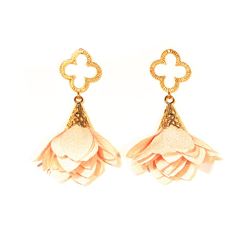 Tess Petal Quatrefoil Earrings - Peach