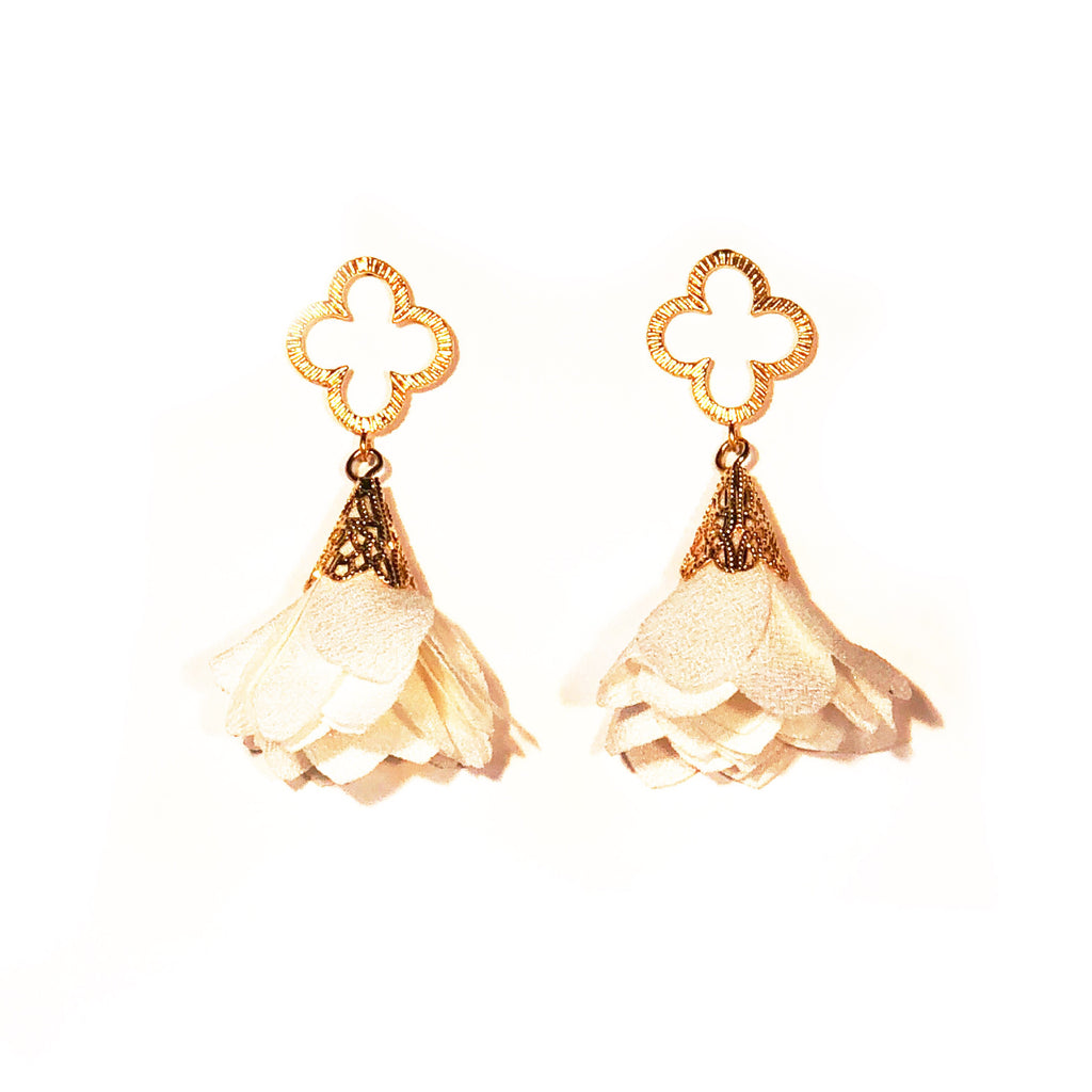 Tess Petal Quatrefoil Earrings - Cream