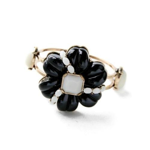 Belle Flower Bracelet - Pearl + Creek