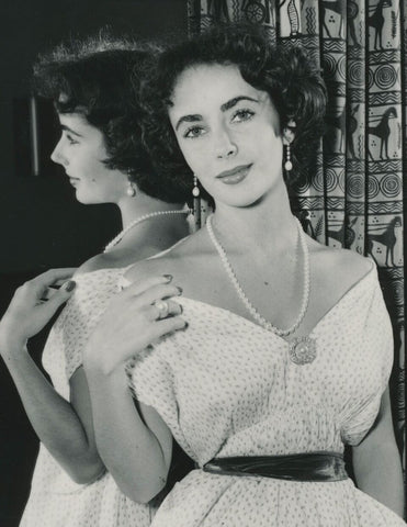 Elizabeth Taylor Wearing Pearl Necklace