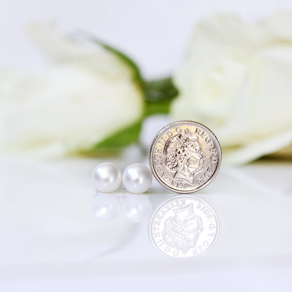 pearl stud earrings  size