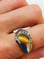 White gold cats eye ring with diamonds