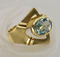 18kt Yellow Gold Yummy Aquamarine Deco-Inspired Modern Ring