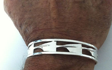 Repeating Medium Hatchet Oars with Rims Rowing Cuff Bracelet by Rubini Jewelers