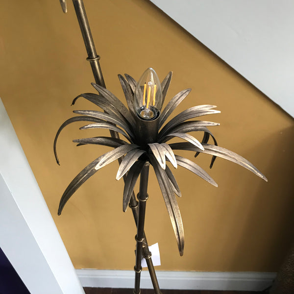 Tropical lampstand
