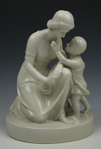 "Schwarzburger Figurine 153 ""Mother with Child"""