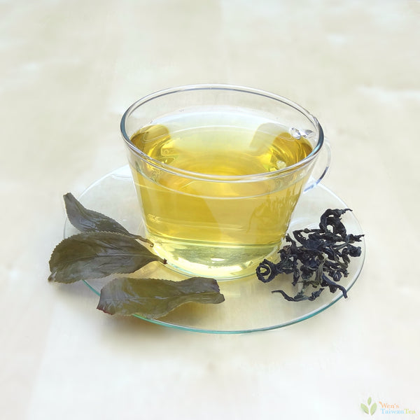 Wenshan Baochong Oolong Tea - pale golden tea liquid