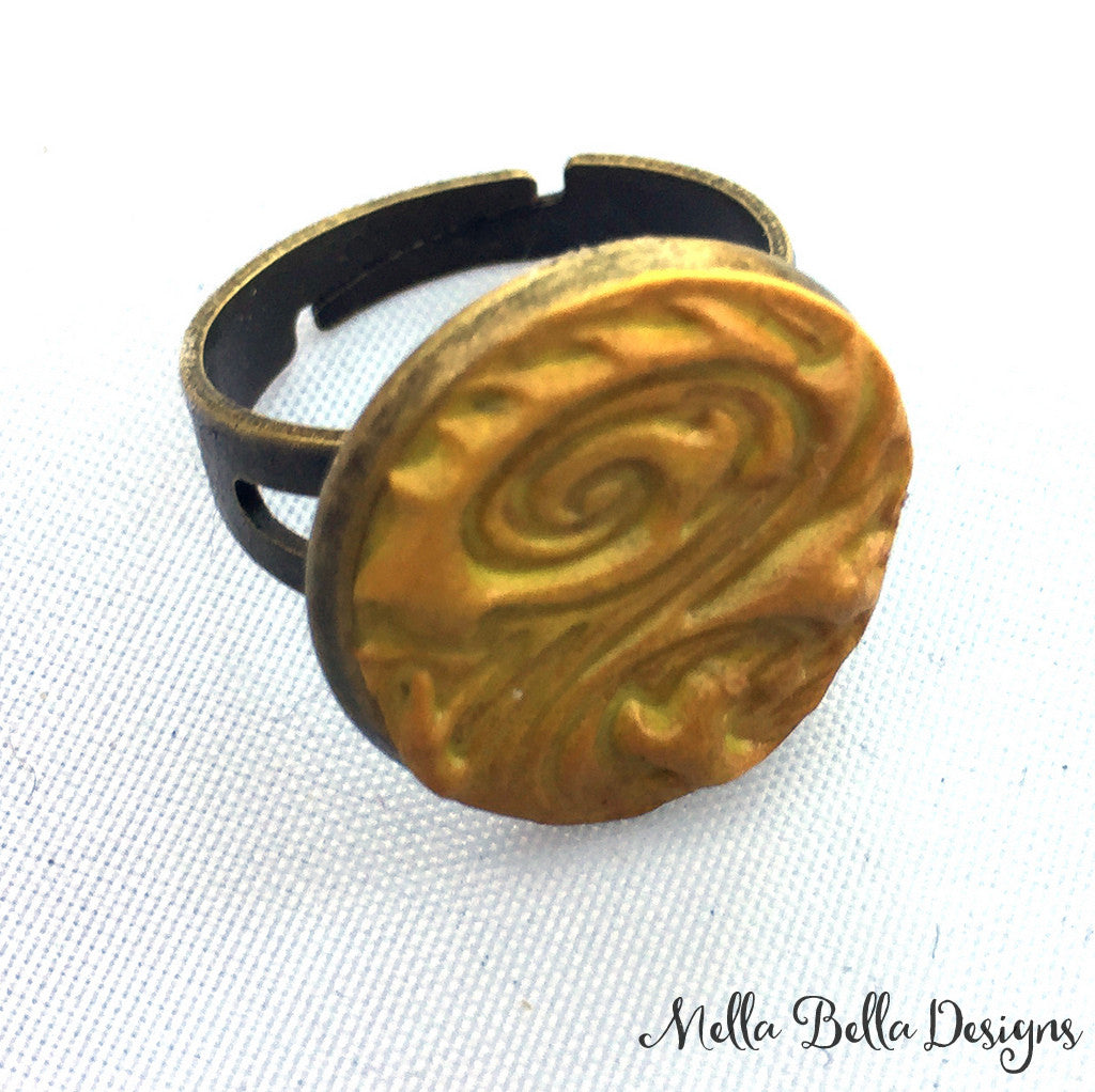 Gold Swirl Ring (round)