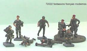 1:72 MODERN FRENCH  SOLDIERS (8 FIGURES)