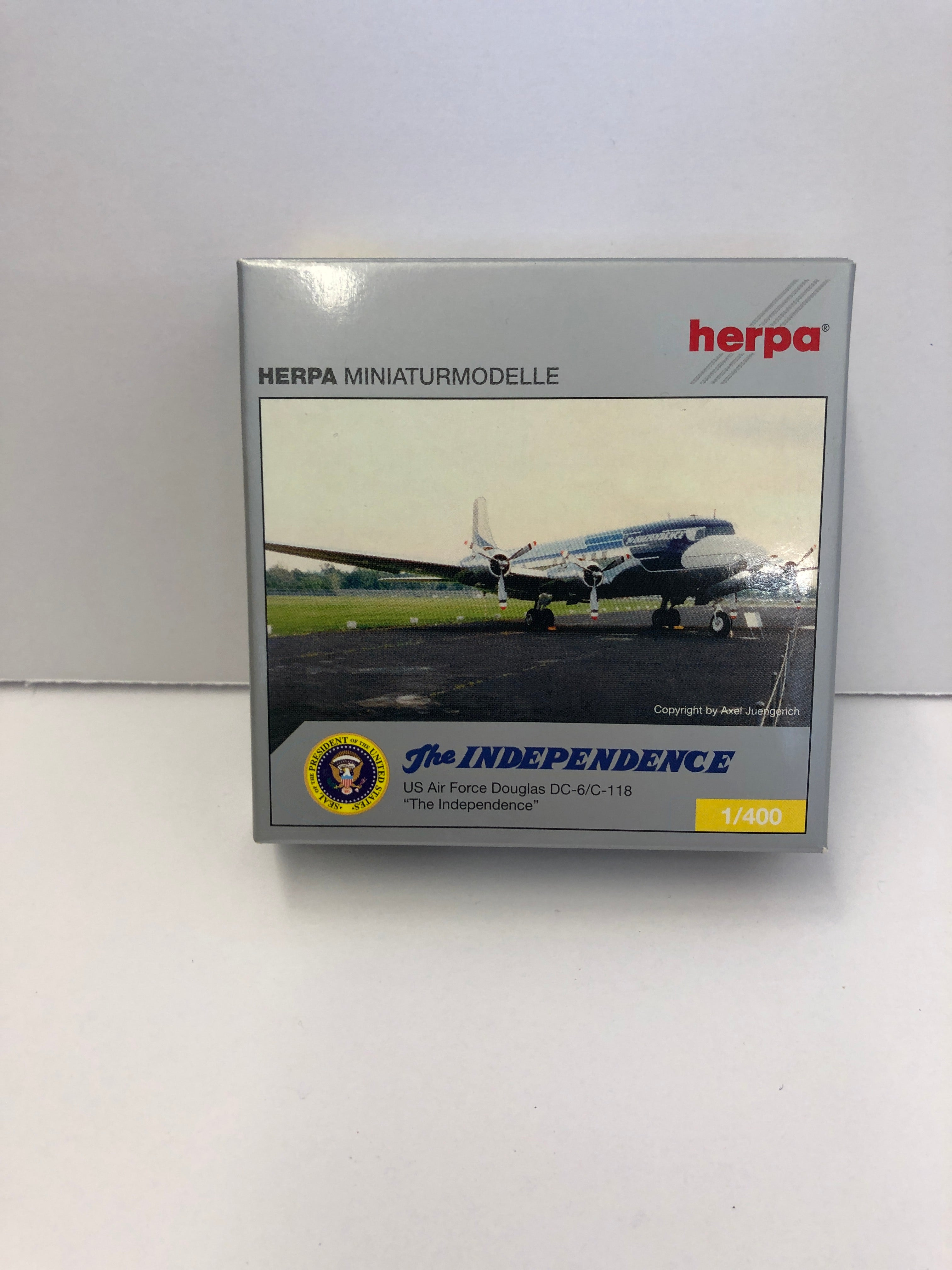 1:500 THE INDEPENDENCE US AIR FORCE DOUGLAS DC-6/C-118