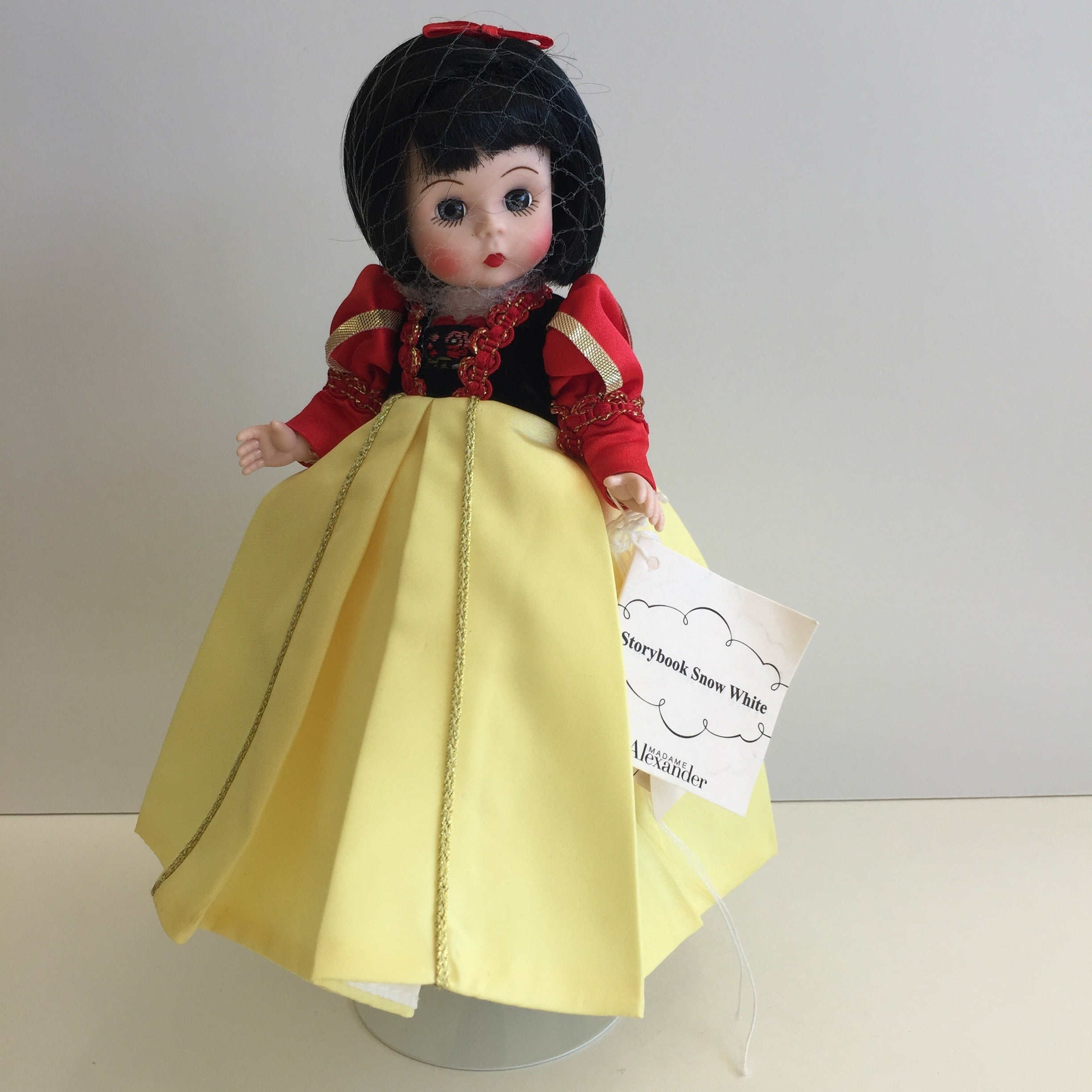 Mint Condition 2012 Madame Alexander SNOW WHITE Collectible Doll