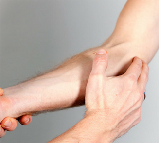 difference between golfers elbow and tennis elbow