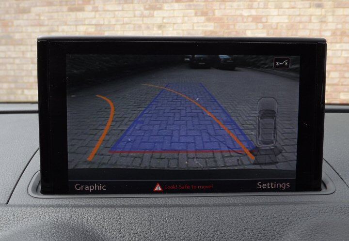 products/a3-8v-reverse-camera-2.jpg