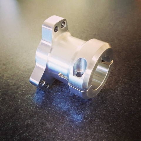 Quarter Midget Rear hub , Go Kart rear hub Precision machined 6061-T6 Aluminum for 1-1/4 rear axle featuring a 1/4 keyway along with a built in option to use 1/4-20 or 5/16-18 threaded wheel stud bolts