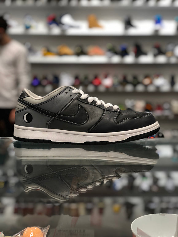 "Nike SB Dunk Low ""Lunar Eclipse East"""