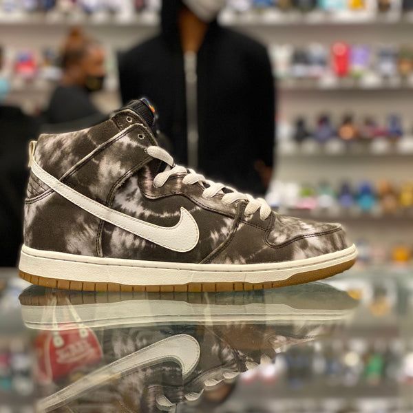 "Nike SB Dunk High ""Tie Dye"""