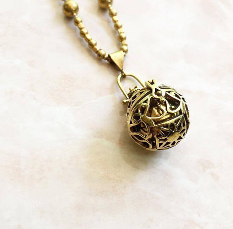 The golden bola necklace