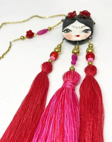 Frida and the tassels