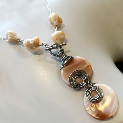 SHELL Beige Caramel NECKLACE