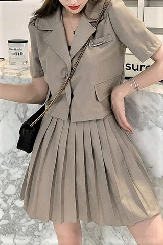 Zip-Up Pleated Skirt
