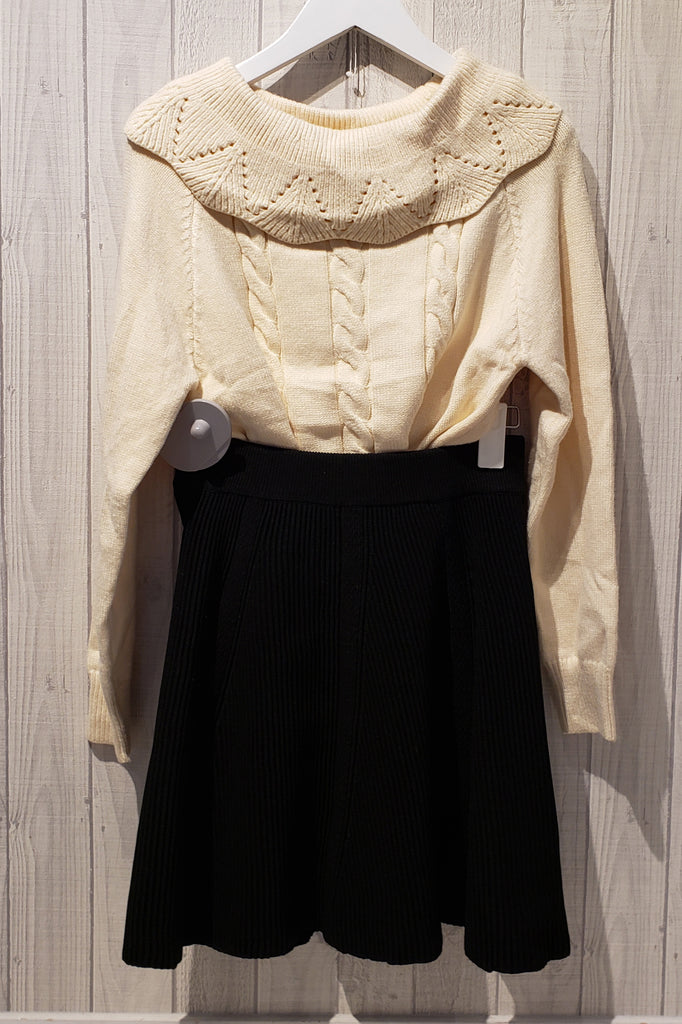 Frilled Collar Knitted Sweater