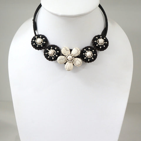 Handmade Flower Howlite Choker Necklace (White)