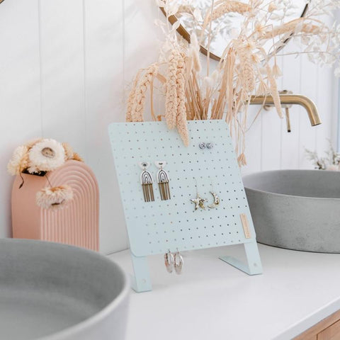 Height Adjustable Earring Holder - MINT