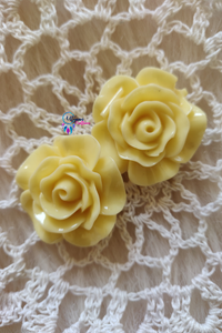 Cream Colour Flower Shape Acrylic Beads (2 Pieces) - Size 1 inches - Utopian Craftsmen