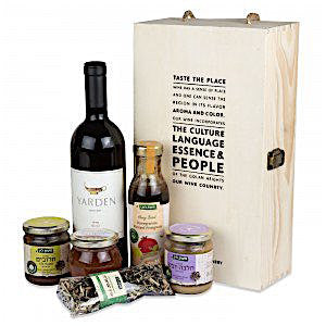 Lin's Farm Vinaigrette and Sweet Treats Gift Box with Golan Heights Wine