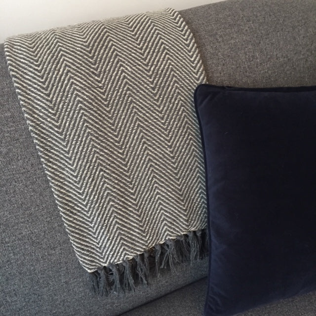 Dark grey chevron throw 150x125