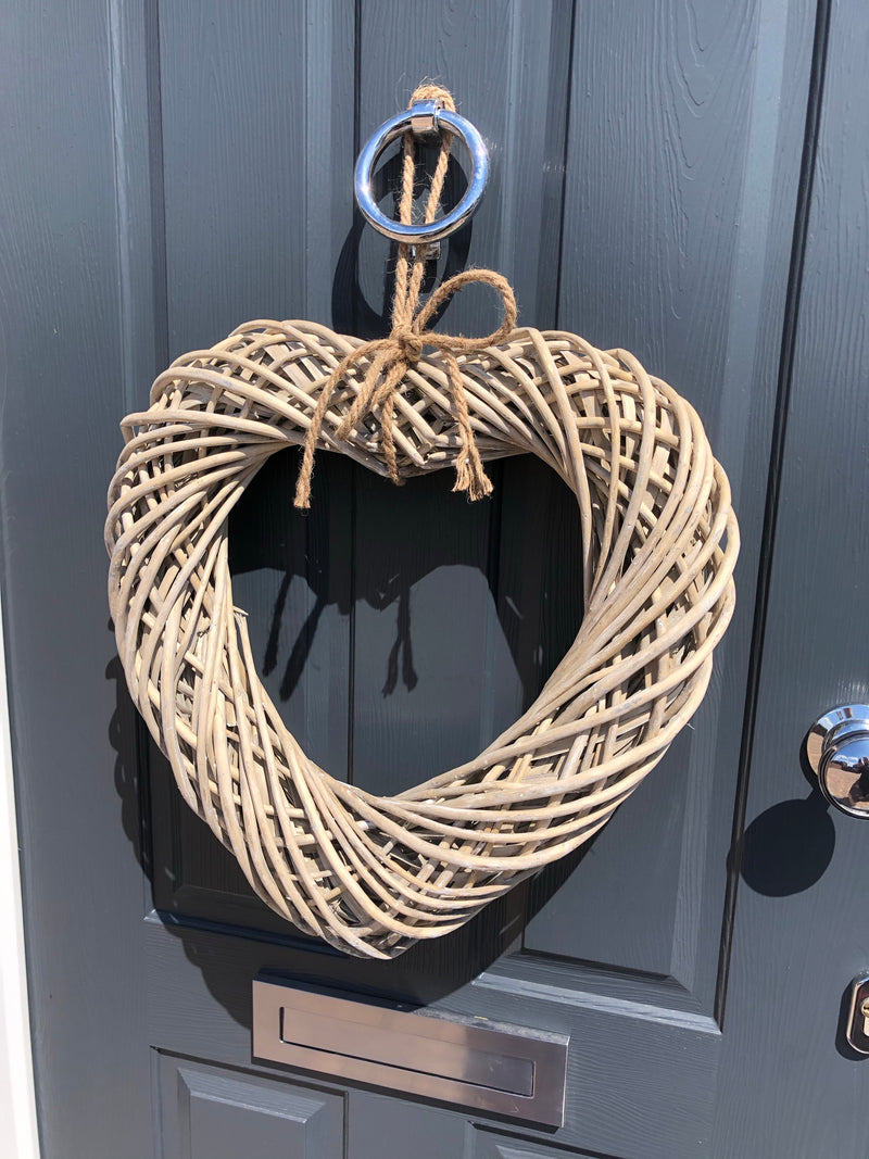 Chunky wicker heart with rope detail