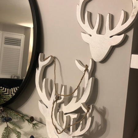 Medium white mango wood hanging reindeer