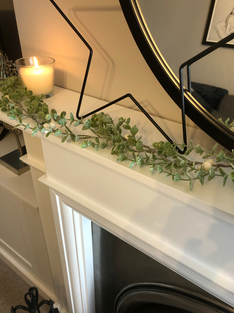 Green leaf and white berry garland 120cm